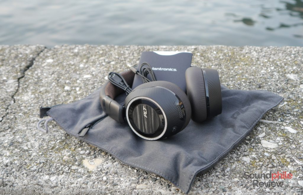 Plantronics BackBeat Pro 2 packaging and accessories