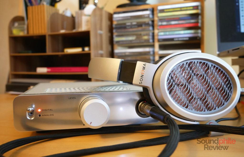 Warwick Acoustics Sonona M1 headphones and energiser